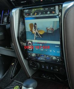 Lắp màn hình Tesla cho Toyota Fortuner