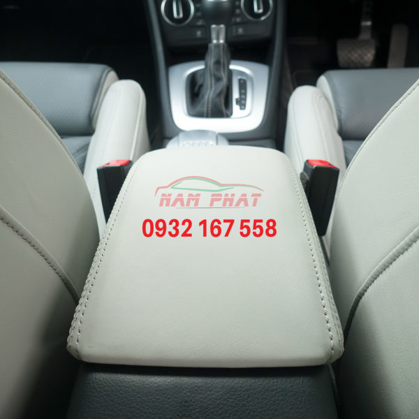 Audi Q3 console lid from behind 600x600 1