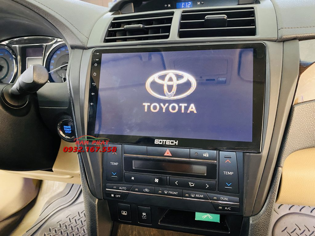 Toyota Camry lắp DVD Android Gotech