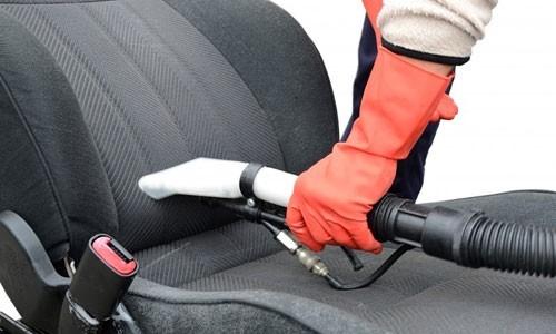 Làm sạch ghế xe ô tô