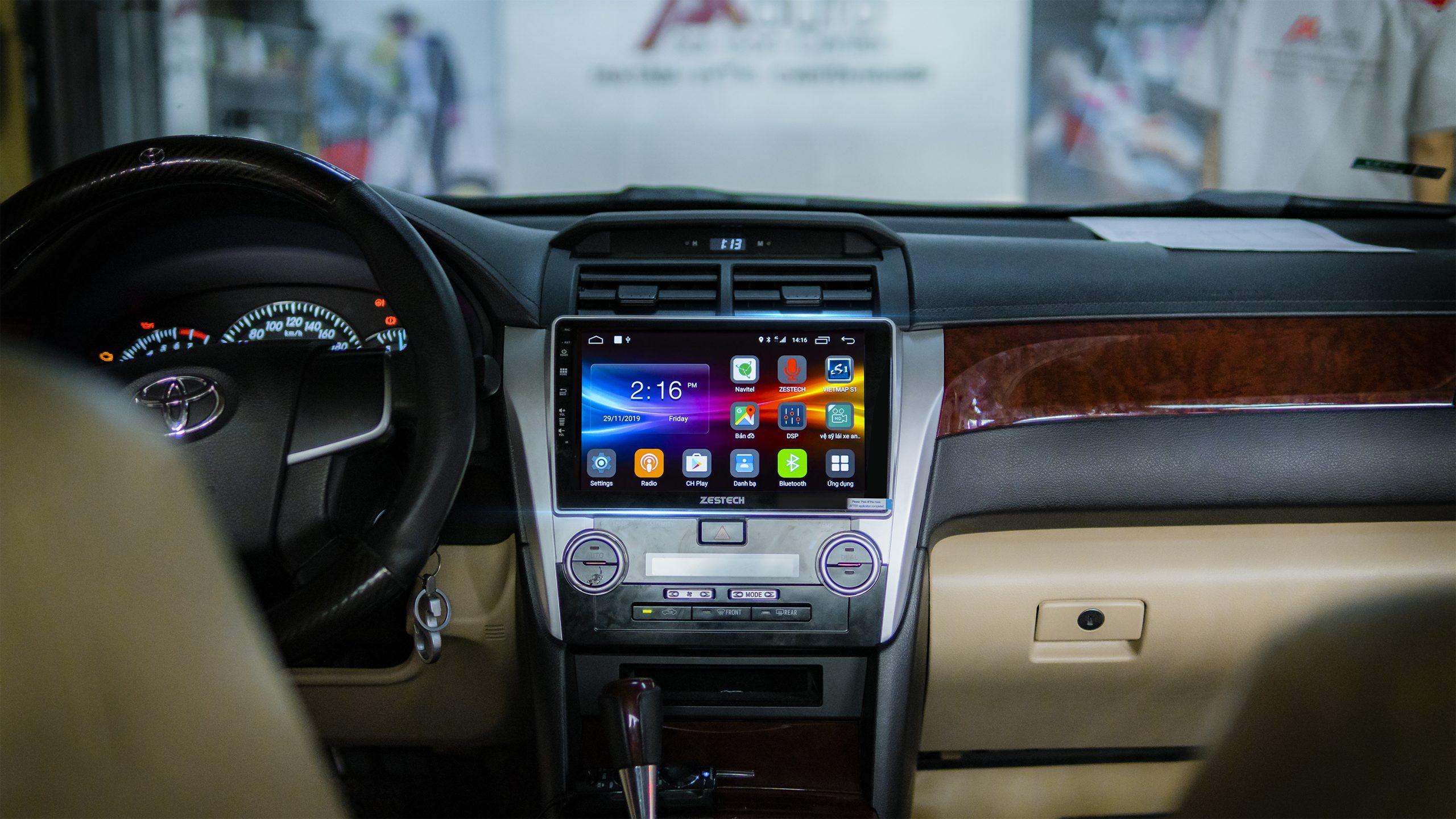 Màn hình Z900 lắp đặt trên xe Toyota Camry